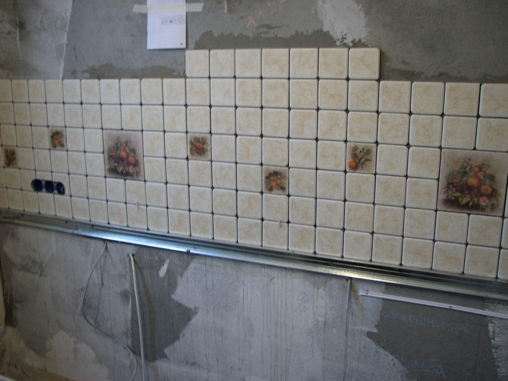Шов между стеновой плиткой и ванной