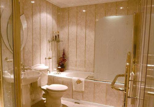 Обшиваем стены ванной пластиковыми панелями