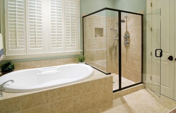 ванная с душем и ванной