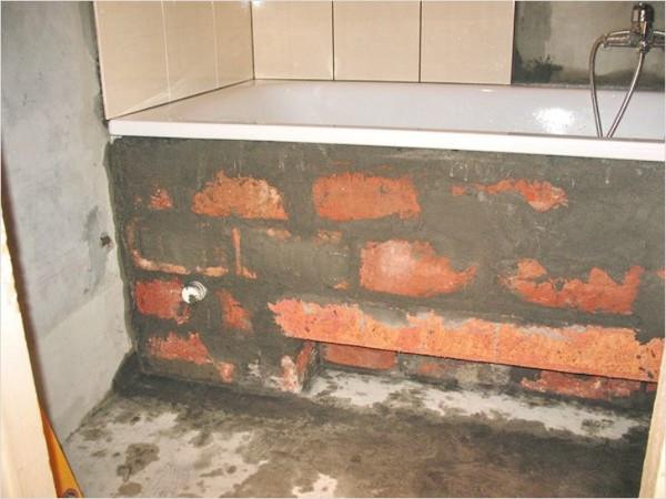 акриловая ванна на кирпичи
