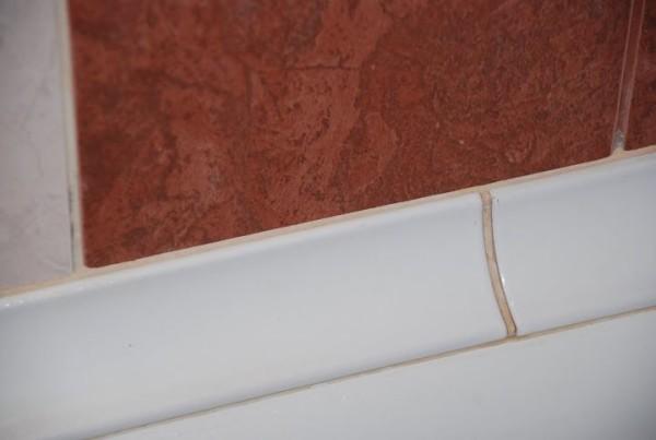 керамический уголок для ванны
