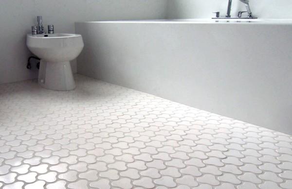 кафель на полу в ванной