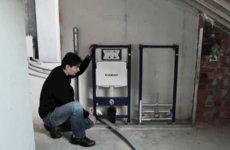 Процесс установки инсталляции для унитаза
