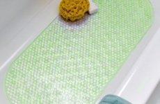 Безопасность и комфорт: нескользящий коврик для ванны