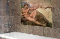Оригинально решение для ванной: панно из плитки
