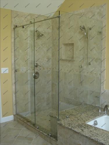 душ с раздивжными дверями