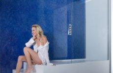 Как самому выбрать и установить шторки из стекла для ванной