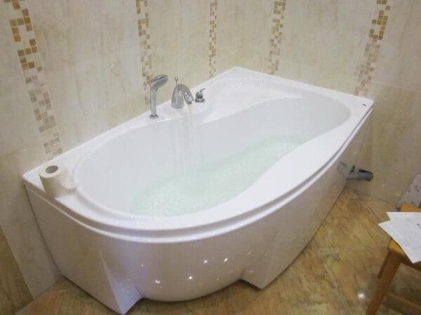 акриловая ванна разные