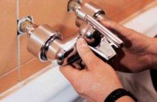Можно ли установить смеситель в ванной своими руками?
