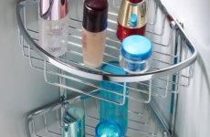 Характеристики угловых полок в ванную из различных материалов
