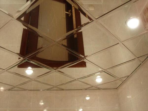 зеркало в ванной потолок